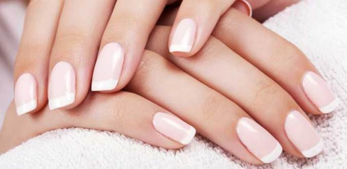 DIY-French-Manicure-at-Home-short-nails-without-strips-tape
